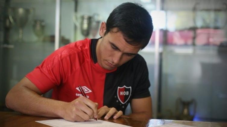 Newell ´s sumó a un lateral derecho uruguayo